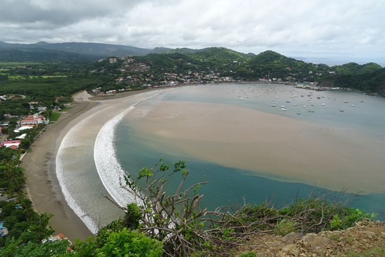 Nicaragua, Honduras y El Salvador. Playa de San Juan del Sur