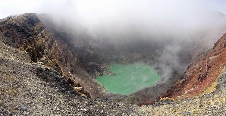 Nicaragua, Honduras y El Salvador. El lago volcánico del volcán Santa Ana