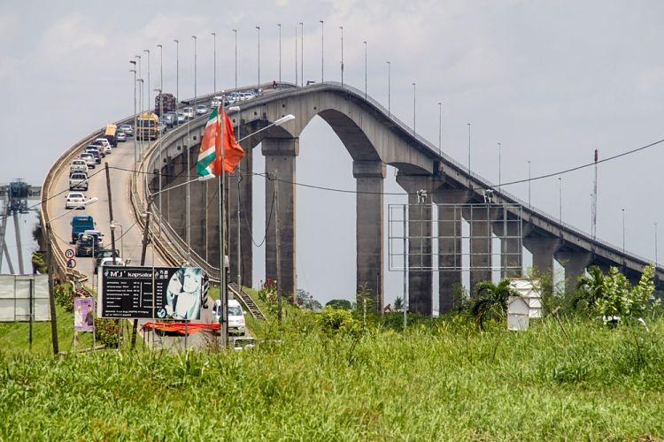 Surinam y Guyana. Puente Wijdenbosch