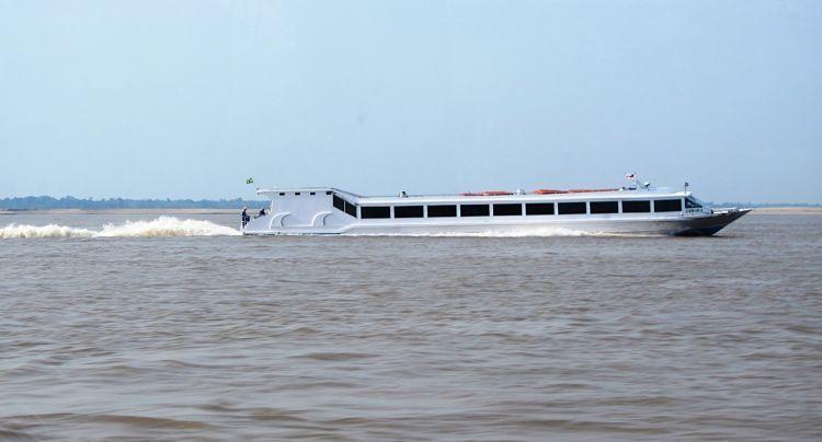 Ferry Rápido para cruzar el Amazonas