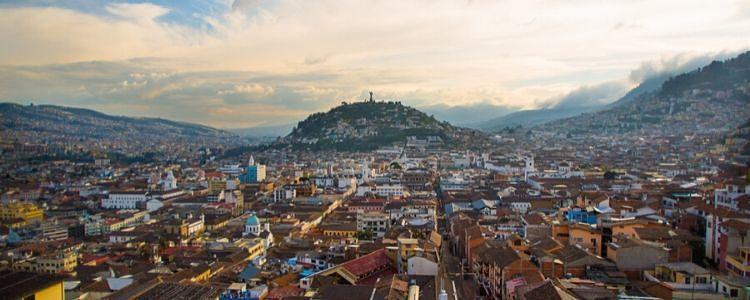 Quito desde la Basílica del Voto Nacional