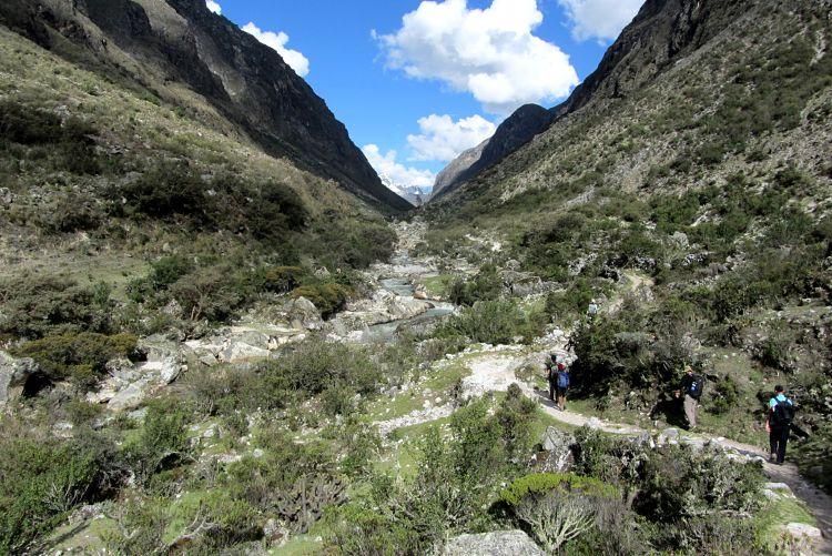 Iniciando el trekking Santa Cruz